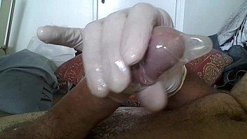 comentem (comment) - punheta com camisinha gozando (condom.