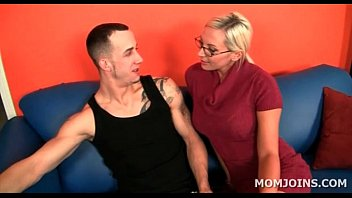 blonde nasty milf loves licking teen.