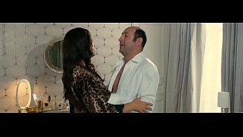 monica bellucci des gens qui s&#039_embrassent.