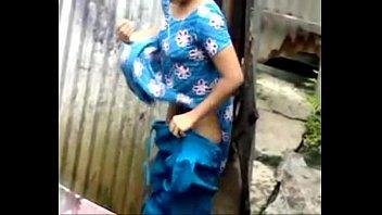 desi girl bathing outdoor - cambooty.tk
