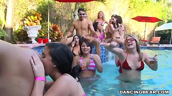 bachelorette pool party - snapass.com