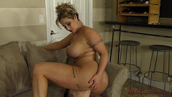 eva notty makes her slave worship.