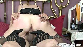 chubby milf sundara spreading her legs.