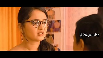 anushka shetty blouse removed by tailor.