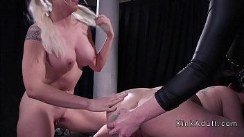 threesome lesbian ass to mouth dildoing