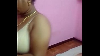 Chennai Desi Bhabhi aunty removing her bra and dress