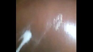 la chatte avec clito excis&eacute_ 3 prend son bain