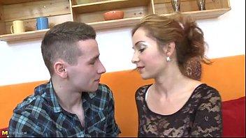 video-de-mulher-fazendo-sexo