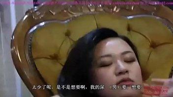 两位中国女王高跟踩踏小刚 口水 舔阴 坐脸 口舌侍奉 slave serving two.