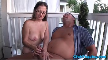 spex mature beauty gives lovely handjob
