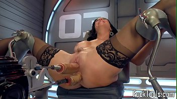 solo machine milf drilled in pussy.
