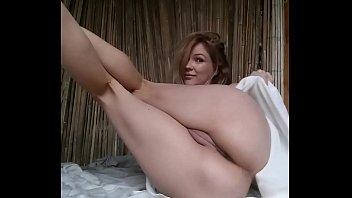 flashing pussy-more @ offlinecams.com