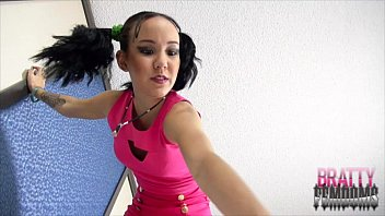 amai loves crushing tinies giantess femdom.