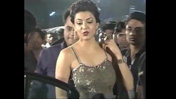 hot indian actresses kajal agarwal showing their juicy.