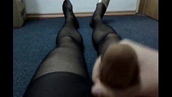 962562 cumming with nylon sock in.