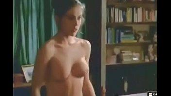gif alyssa milano nous montre ses gros seins,.