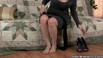 mom&#039_s pantyhosed pussy gets her all hot and horny