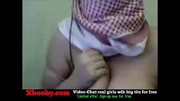 palestine arab hijab girl show her big boobs.