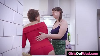 hairy and shaved lesbian amateurs lick.