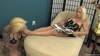 lesbian slave worships sammie spades feet