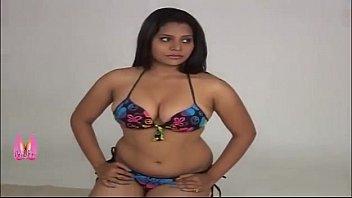 hot-indian-beauty-boob-grab-by-make-up-artist.mp4 - pornhub.com