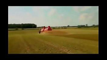 maquinas agricolas muito turbinadas com rodas.