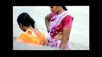 hot mallu aunty wet blouse and navel exposed.
