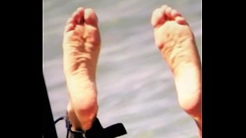 cumming on cameron diaz feet