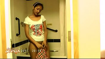 juicy divya in shower showing natural desi boobs.