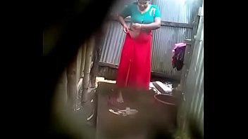 desi aunty hidden capture during bath
