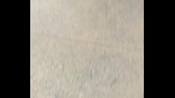 [madre] paseando a sus bbs en esos jeans ajustados