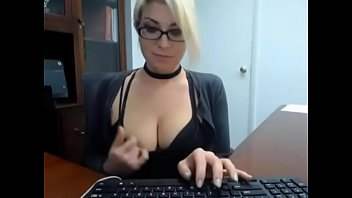 milfsexycam.com-secretary caught masturbate at work