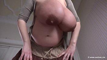 stupid huge boobs - http://bit.ly/2kvycie