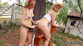 horny lesbos fill up their huge bootys with.