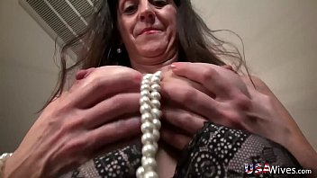 usawives fit mature rose self toying.