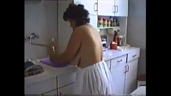 4213550 moms cleaning the house naked