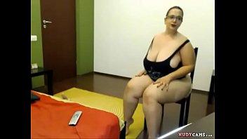 naughty bbw step mom - watch live on nudycams.com