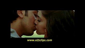 deepika padukone kissing ranbir kapoor in bachna ae haseeno