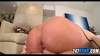gorgeous big booty girl gets oiled.