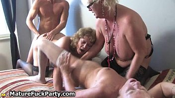 mature horny housewifes sucking