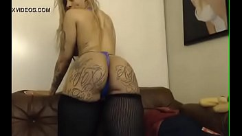 horny tattoed busty chick on webcam