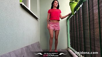 lexidona - balcony pee - home.