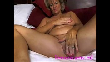 fucking hot mom - live cam.