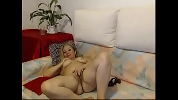 hot mature babe masturbate on webcam