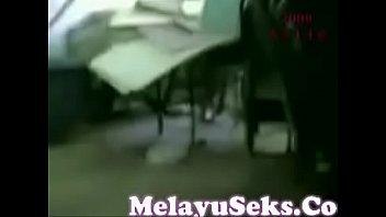 video lucah budak sekolah kulom kote dalam stor.