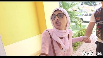 arab oral-stimulation inside the shower room