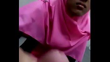 gadis jilbab pink kena rayuan @.