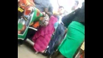 linda mujer con medias y tacones.
