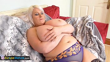 europemature old chubby sami plays with.