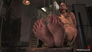 princess donna dolore electro torturing her.